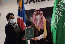 Photo of مركز الملك سلمان للإغاثة يسلم مساعدات صحية لجمهورية ناميبيا لمكافحة فيروس كورونا