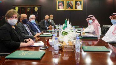 Photo of السفير آل جابر يلتقى بمبعوث الأمم المتحدة والسفير البريطاني إلى اليمن